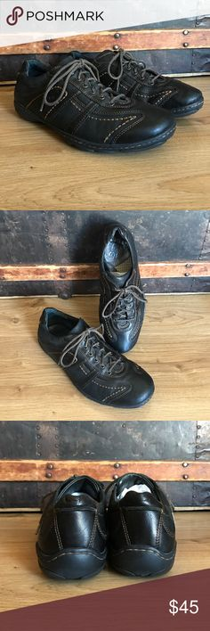 Men's Born size 9 Excellent condition men's Born size 9 dark brown leather shoes. From a smoke free home and fit true to size. These are great for work or nice casual look. Born Shoes