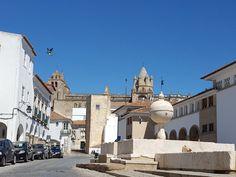 O que fazer em Évora, a capital do Alentejo – Na dúvida embarque Evora, Portugal, Louvre, Building, Travel, Wine Vineyards, Places To Visit, Viajes, Buildings