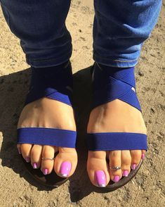 It's so beautiful out, I had to have it outside Hot Pink Toes, Beautiful Toes, Sexy Toes, Female Feet, Women's Feet, Lunch Time, The Outsiders, Sandals, Lady