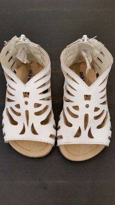 EUC OLD NAVY Baby Toddler Girl White Gladiator Sandals Shoes size 5 #OldNavy #Sandals