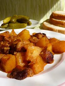 Kiskonyhám ízei: Tepsis brassói Meat Recipes, Cooking Recipes, Healthy Recipes, Roasted Pork Tenderloins, Hungarian Recipes, Hungarian Food, Special Recipes, Food 52, Food And Drink