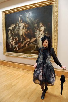 Great coord right next to the painting on the dress. Classical art in prints is definitely a popular trend. Also a very unique one. I specially like how it applies to on classical lolita fashion.