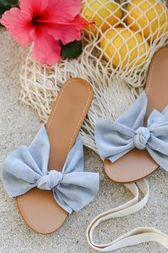 Ready or not the Lulus Josie Blue Suede Knotted Slide Sandals are a warm-weather staple! Soft, vegan suede creates a knotted peep-toe upper. Slide-on design. Cute Sandals, Flat Sandals, Slide Sandals, Leather Sandals, Sandal Heels, Coral Sandals, Espadrille Sandals, Summer Sandals, Flat Shoes