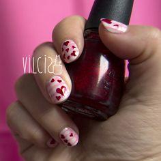 Valentine's day nail art desing, pink base and red hearts using China Glaze Ruby Pumps. Diseño de uñas para San Valentín con base rosa y corazones rojos usando el clásico Ruby Pumps de China Glaze. By Vilcis