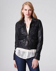 Leather bomber. I want. <3