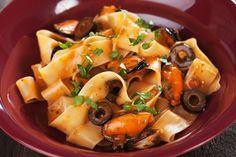 Le pappardelle cozze e olive sono un primo piatto gustoso e con ingredienti mediterranei irresistibili. Ecco la ricetta
