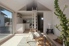 Resume i års modell av c/o 25 på Nybyggets Attefallsdag  Tiny Beach House, Tiny House, Backyard Guest Houses, Sauna House, Tiny Loft, Self Build Houses, Small Cottages, Loft Room, Small Apartments