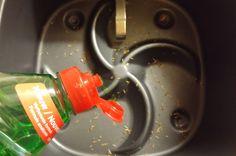 Maak je Philips Airfryer schoon met deze schoonmaaktips. Snel en makkelijk… Low Fat Fryer, Air Flyer, Philips Air Fryer, Fry Baby, Best Air Fryers, Actifry, Happy Family, Air Fryer Recipes, Hot Sauce Bottles
