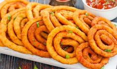 Potato Spirals: how to make them and tips - Just Crunchy Potatoes In Microwave, Vegan Recipes, Cooking Recipes, Using A Pressure Cooker, Savory Pastry, Potato Side Dishes, Hungarian Recipes, Gordon Ramsey, Fried Potatoes