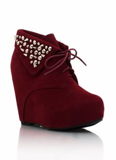 spiked suede wedge booties, omg these remind me of red velvet cake 😃😄 Pretty Shoes, Cute Shoes, Me Too Shoes, Wedge Boots, Heeled Boots, Shoe Boots, Shoes Heels Wedges, Pumps, Sneakers Fashion