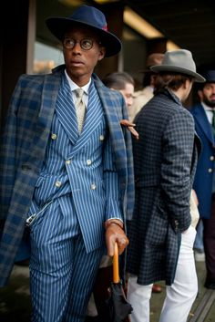Are Wearing: Pitti Uomo Fall On the streets of Florence at the Pitti Uomo show.On the streets of Florence at the Pitti Uomo show. Dapper Gentleman, Dapper Men, Gentleman Style, Gentleman Fashion, Mens Fashion Blog, Suit Fashion, Fashion Menswear, Classy Mens Fashion, Style Fashion