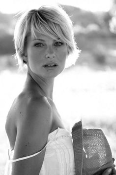 50 ways to wear short hair with bangs for a fresh, new look - - haar pony 50 ways to wear short hair with bangs for a fresh, new look Cute Hairstyles For Short Hair, Short Hair Styles, Trendy Hair, Short Bobs With Bangs, Blonde Short Hair Cuts, Short Bob Bangs, Wispy Bangs, Short Cuts, Corte Y Color
