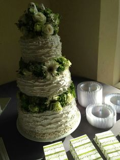 Ruffles wedfing cake by Care