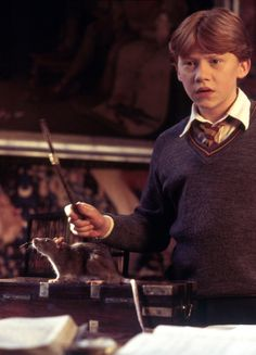 Harry Potter and the Chamber of Secrets - Publicity still of Rupert Grint. The image measures 1445 * 2168 pixels and was added on 24 January Harry James Potter, Saga Harry Potter, Harry Potter Movies, Harry Potter World, Ron Weasley, Must Be A Weasley, Hogwarts, Harry Porter, Le Club