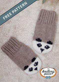Keep your little one's hands warm during fall and winter seasons by making this adorable pair of panda-inspired knitted mittens. This easy knitting project makes for a great last-minute knitted gift for a toddler. Baby Mittens Knitting Pattern, Knitting Kits, Knit Mittens, Knitting Patterns Free, Free Knitting, Start Knitting, Fingerless Mittens, Hat Patterns, Loom Knitting