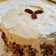Step 1   Preheat oven to 350 degrees F (175 degrees C). Grease and flour a 9x13 inch pan.  Step 2   In a large bowl, beat together eggs, oil, white sugar and 2 teaspoons vanilla. Mix in flour, baking soda, baking powder, salt and cinnamon. Stir in carrots. Fold in pecans. Pour into prepared pan.  Step 3   Bake in the preheated oven for 40 to 50 minutes, or until a toothpick inserted into the center of the cake comes out clean. Let cool in pan for 10 minutes, then turn out onto a wire rack… Best Cake Recipes, Healthy Recipes, Microwave Baking, How To Make Frosting, Four Micro Onde, Chicken Tikka Masala, 350 Degrees, Large Bowl