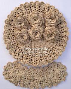 No photo description available. Crochet Art, Crochet Home, Thread Crochet, Irish Crochet, Crochet Shawl, Crochet Placemats, Crochet Doilies, Crochet Designs, Crochet Patterns