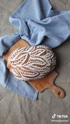 Decoration Patisserie, Food Decoration, Sourdough Recipes, Sourdough Bread, Bread Shaping, Bread Art, Easy Chicken Dinner Recipes, Clay Food, Bread And Pastries