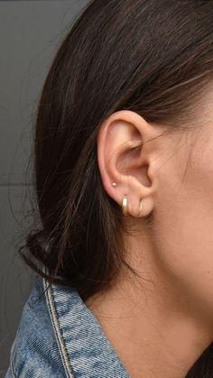 Trending Ear Piercing ideas for women. Ear Piercing Ideas and Piercing Unique Ear. Ear piercings can make you look totally different from the rest. Tragus Piercings, Ear Peircings, Cute Ear Piercings, Multiple Ear Piercings, Piercing Tattoo, Middle Cartilage Piercing, Belly Piercings, Ear Jewelry, Cute Jewelry