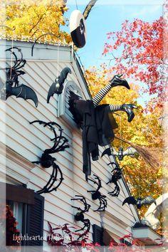 Halloween Window Display, Halloween Yard Displays, Halloween Witch Decorations, Halloween Themes, Manualidades Halloween, Adornos Halloween, Halloween Disfraces, Halloween Birthday, Holidays Halloween