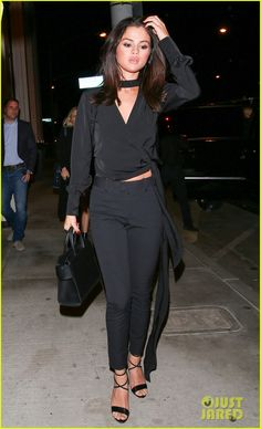 selena gomez stuns while steppping out for dinner 01