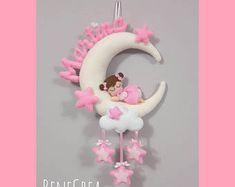 Felt with Lanù su Bebuù: Fiocco nascita : Baby Minnie con Farfallina – BuzzTMZ Diy Crafts Love, Baby Crafts, Felt Crafts, Baby Room Diy, Baby Nursery Decor, Baby Decor, Handmade Cushions, Diy Pillows, Mickey Drawing