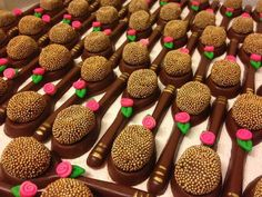 Chocolate Brands, Chocolate Gifts, How To Make Chocolate, Candy Recipes, Sweet Recipes, Cake Pops, Taffy Candy, Food Stations, Fun Cupcakes