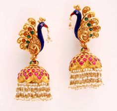 Many girls and women like jhumkas. That is why, we have given a few jhumka designs for girls and women over here. Traditional Indian Jewellery, South Indian Jewellery, Indian Jewelry, Latest Earrings Design, Designer Earrings, Antique Jewelry, I Love Jewelry, Jewelry Design, Stud Earrings