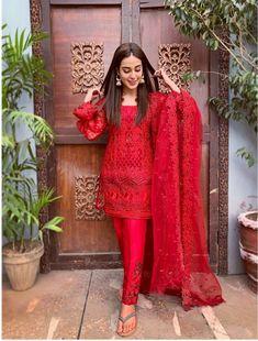 ZainabChottani ZCLuxury UnstitchedFormals is part of Pakistani dress design - Pakistani Fashion Casual, Pakistani Dresses Casual, Indian Gowns Dresses, Pakistani Bridal Dresses, Pakistani Dress Design, Indian Fashion, Dresses Dresses, Kurta Designs, Kurti Designs Party Wear