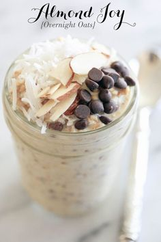 Almond Joy Overnight Oats - Rabbit Food For My Bunny Teeth Almond Joy Overnight Oats // Gluten-Free & Vegan Best Overnight Oats Recipe, Overnight Oatmeal, Overnight Oats Almond Milk, Healthy Overnight Oats, Dairy Free Overnight Oats, Free Breakfast, Breakfast Recipes, Breakfast Smoothies, Breakfast Ideas