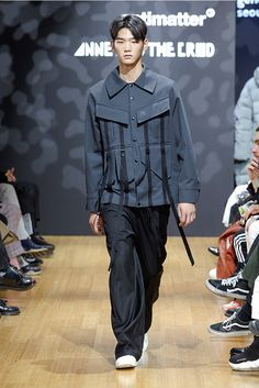 ANTIMATTER unveiled its Fall/Winter 2017 collection during Seoul Fashion Week.