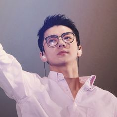 sehun + glasses = fuck me up professor