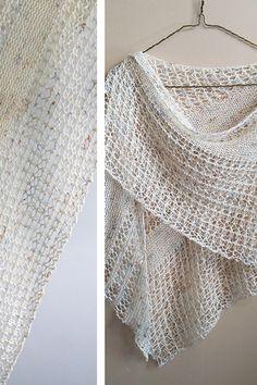 Ravelry: Wildheart shawl with Madelinetosh Tosh Merino Light - knitting pattern by Janina Kallio.