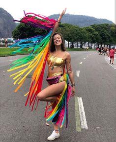 """Bezzoura on Instagram: """"@emannuelaandrade arrasando com seu conjunto dourado + asas coloridas 🌈"""""""