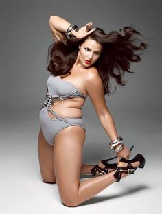 21 Plus Size Models are the fascinating for any catwalk. Requirement of Hot Curvy Models is greater now ever before for Plus Size Clothing advertisements Best Fashion Magazines, Fashion Books, Curvy Plus Size, Plus Size Model, Tara Lynn Model, Lingerie Instagram, Molliges Model, V Magazine, Curvy Models