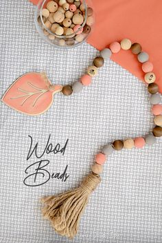 How a make a wooden bead DIY garland. This one is in soft autumn colors with a large leaf and tassel. Diy Garland, Beaded Garland, Garlands, Diy Beauty Projects, Diy Projects, Fall Crafts, Diy And Crafts, Soft Autumn, Autumn Casual