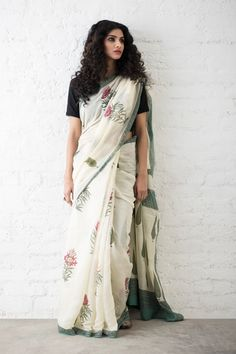 Chanderi sarees in style! Indian Fashion Trends, India Fashion, Indian Attire, Indian Wear, Beautiful Blouses, Beautiful Outfits, Cotton Anarkali, Handloom Saree, Silk Sarees