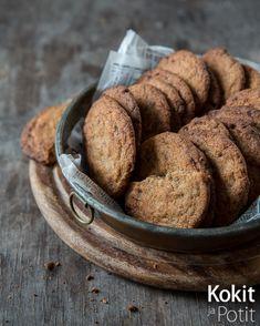 Gluteenittomat suklaacookiet - taikana on kahdenlaisen sokerin yhdistelmä sekä makeutta tasoittava, juuri sopiva määrä suolaa. #leivonta #keksit No Bake Cookies, Scones, Muffins, Gluten Free, Bread, Baking, Food, Glutenfree, Muffin