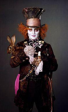 L'angolo di Cry: Alice In Wonderland, entriamo dei costumi del film.