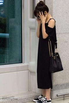 Snsd Tiffany airport fashion style Sooyoung, Yoona, Korean Airport Fashion, Korean Fashion Kpop, Girls' Generation Tiffany, Girls Generation, Yuri, Curvy Petite Fashion, Gossip Girl Fashion