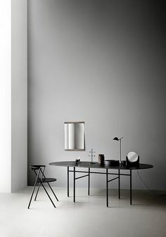 Part of the Snaregade Table series by Norm Architects, the Menu Snaregade Oval Table is both sleek and sophisticated. Scandinavian Lamps, Scandinavian Design, Nordic Design, Nordic Style, Oval Table, Round Dining Table, Casa San Sebastian, Furniture Decor, Furniture Design