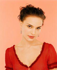 Keira Knightley Natalie Portman, Nathalie Portman, Stars Nues, Female Stars, Portrait Inspiration, Celebs, Celebrities, Celebrity Gossip, Celebrity Pictures
