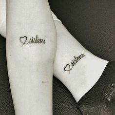 Tatuaje de corazón y la palabra Sisters