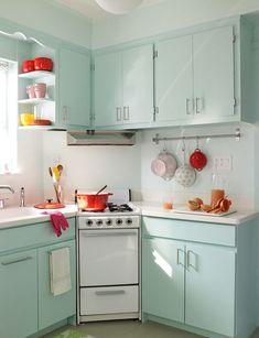 Cool 23 Stunning Small Apartment Kitchen Ideas https://livinking.com/2017/06/08/23-stunning-small-apartment-kitchen-ideas/