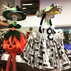 Happiness is .... a well dressed goose in their finest singing a happy  tune.. With a pumpkin  by her side..enjoy !!! #pumpkins #music #songs #musicnotes #piano #singing #smiles #unique #oneofakind #gooseclothes #halloween #geese