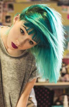xxsweetcharlottexx:  pengiins:  new hair c:   want to see more girls?!