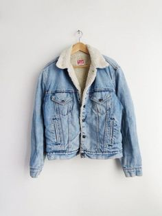6 tips para comprar ropa vintage Levis Sherpa Jacket // Vintage Sherpa Denim Jacket The post 6 tips para comprar ropa vintage appeared first on Denim Diy. Look Fashion, Autumn Fashion, Fashion Outfits, Womens Fashion, Fashion Ideas, Catwalk Fashion, Latest Fashion, Fashion Tips, Fashion Trends