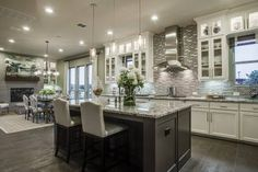37 trendy kitchen layout with island farmhouse Kitchen Island Decor, Modern Kitchen Island, Modern Farmhouse Kitchens, Kitchen Layout, Home Decor Kitchen, New Kitchen, Home Kitchens, Kitchen Backsplash, Awesome Kitchen