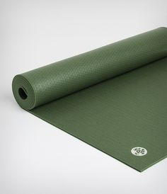A luxuriously dense, mid-size yoga mat for superior comfort and cushioning, the PROlite will never wear out, guaranteed. Standard: 1.8 kg; 180 cm x 61 cm; 4.7 mm thick Sweating a lot? We recommend pairing this with one of our performance towels.