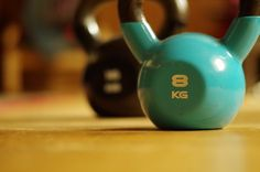 Get now a toned and shaped body with Kettlebell Workout. Join now the Beginner Kettlebell Workout. Dont waste youre time with fitness! Kettlebell Training, Crossfit Kettlebell, Best Kettlebell Exercises, Kettlebell Routines, Kettlebell Weights, Kettlebell Benefits, Kettlebell Swings, Kettlebell Clean, Kettlebell Challenge